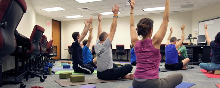 Ginástica laboral: conheça os benefícios desta prática e como você pode começar imediatamente
